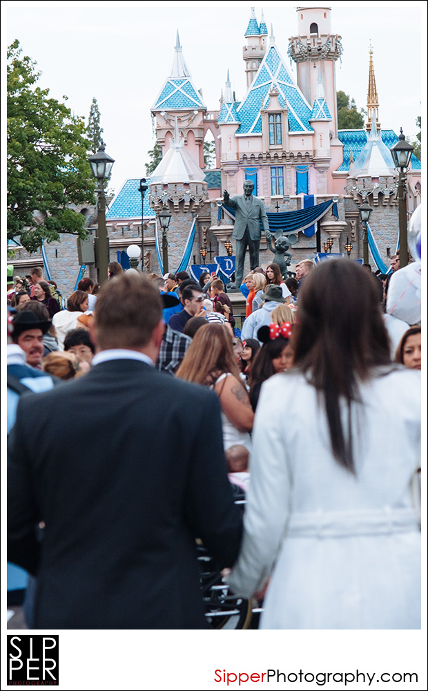 partners_statue_proposal_disneyland